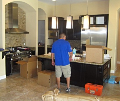 Phoenix Moving company crew packing up a clients home