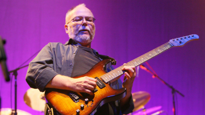 Steely Dan fans and loved ones mourn the loss of Walter Becker