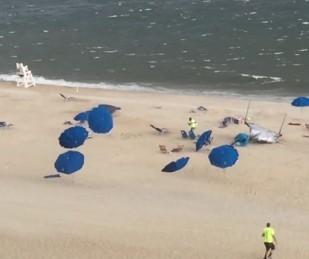 VIDEO: Dozens of Beach Umbrellas Fly in the Wind