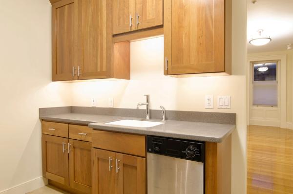 Updated kitchen cupboards and dishwasher, stainless steel appliances, 404 Marlborough S