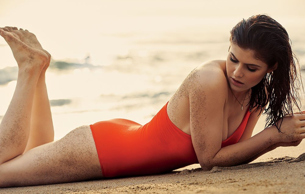 Alexandra Daddario's Athlete's Quads, Hams and Glutes Beach Workout