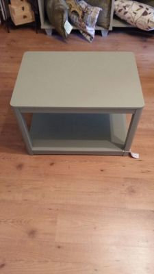 Large Solid table 35 Euro