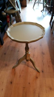 French painted table 25 Euro