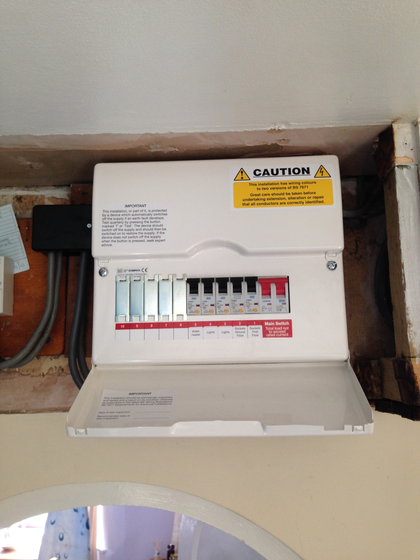 New consumer unit fitted to 17th edition regulations by an electrician at Scarlett Electrical