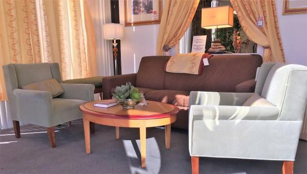 8 piece living room set - $372.00