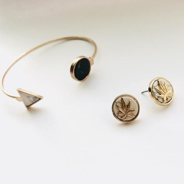 "alt= ""marijuana jewelry weed leaf earrings"""