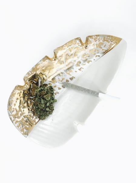 """alt= """"vintage ashtray 22k gold marijuana accessory"""""""