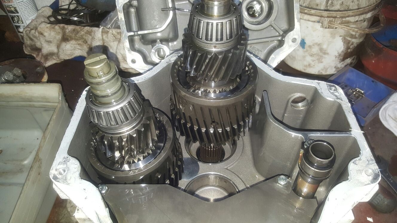 Twin disk gearbox with clutch failure due to poorly adjusted trolling valve cable