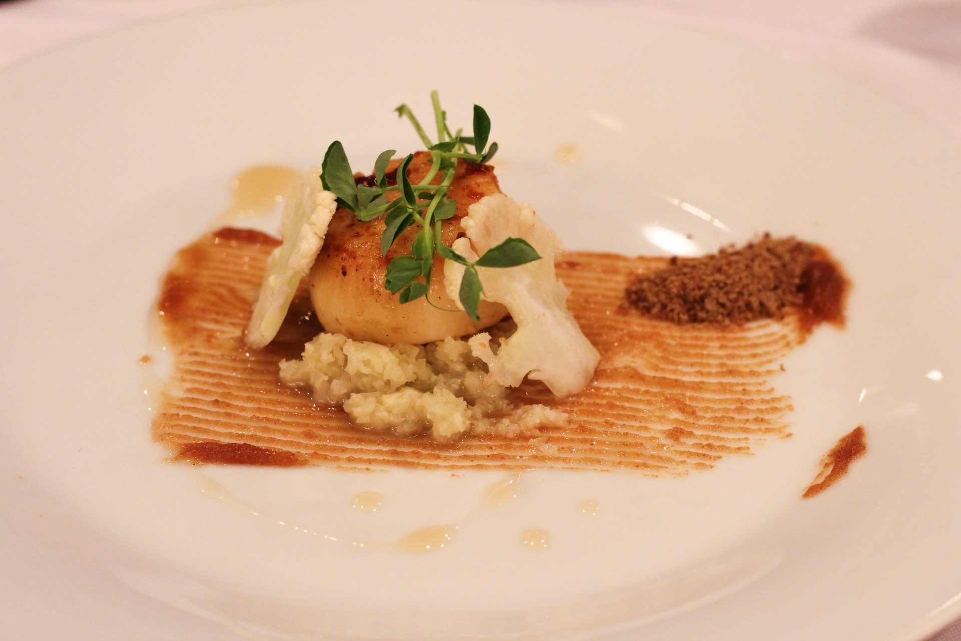 Curry Dusted Scallop with Drunken Date puree