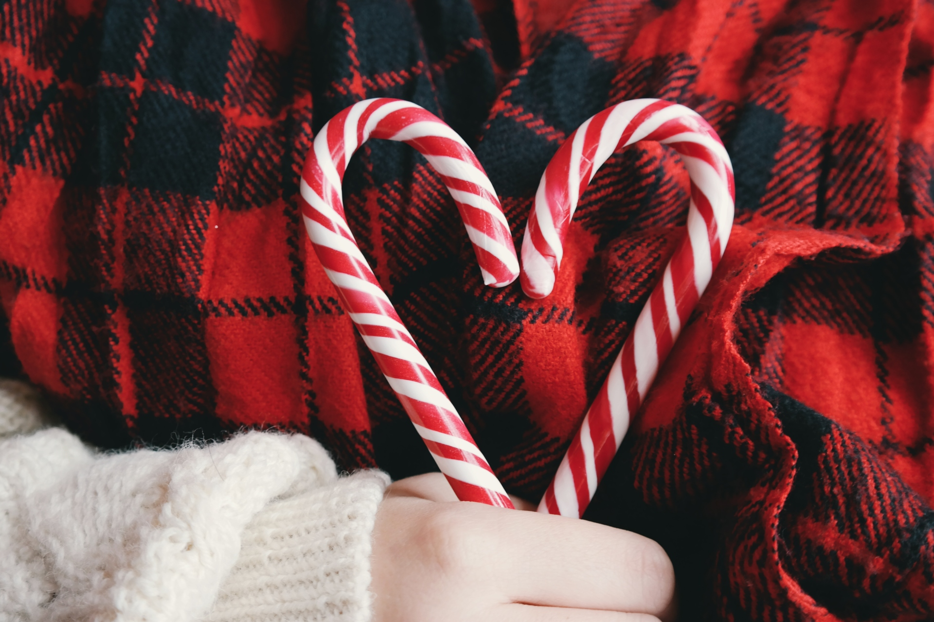 Fun Tips to Keep Your Relationship Cozy & Warm During the Holidays