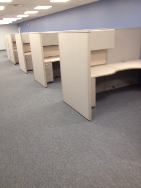 Manufacturing Company (9) Pre-owned Workstations, (4) Desks