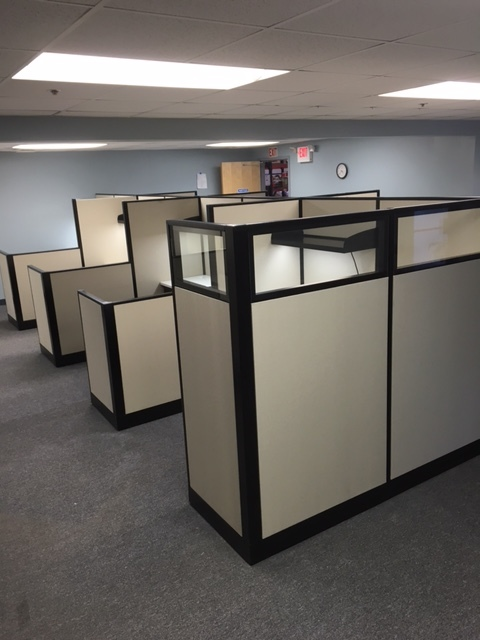Mobility Company (12) Pre-owned 6'x6' Workstations