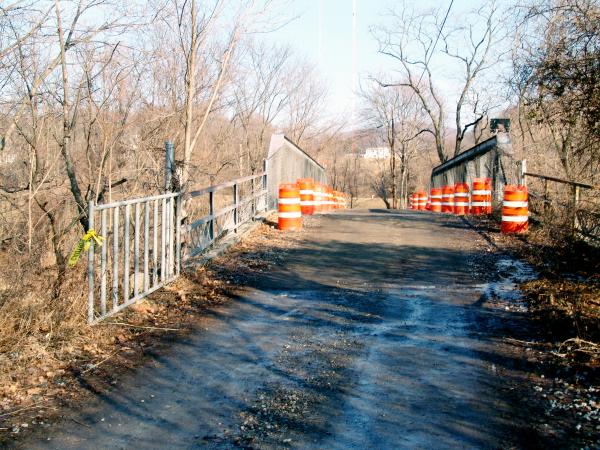 Bridgeover railroad tracks