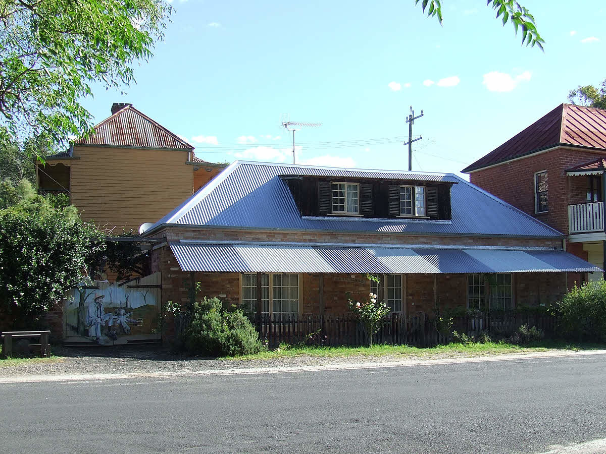 BRICK HOME + HISTORIC GOLD COMMISSIONER HOUSE + BAKERY Sofala - $345 000
