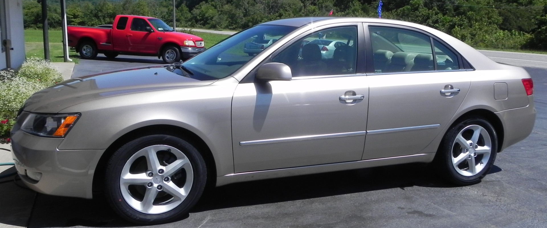 2008 Hyundai Sonata (Heated Leather Seats)
