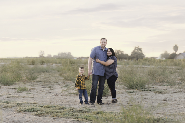 Kingsburg California photographer Cayton Heath Photography portrait of a family in a field at sunset