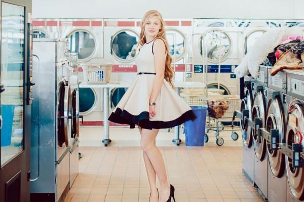 Kingsburg CA photographer Cayton Heath image of a senior girl in a laundramat