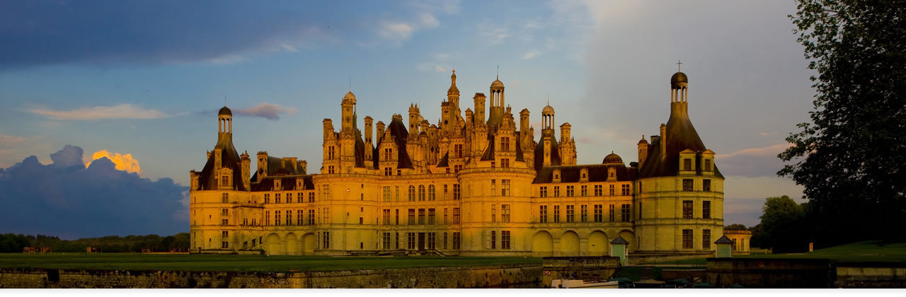 The Castles of the Loire Valley : the Heritage.
