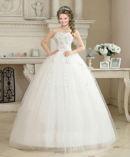 Video, for a catalog of wedding dresses