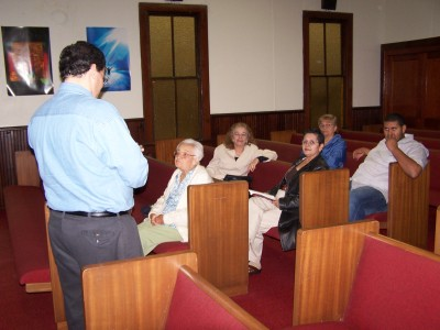 Predicando en Center Hill