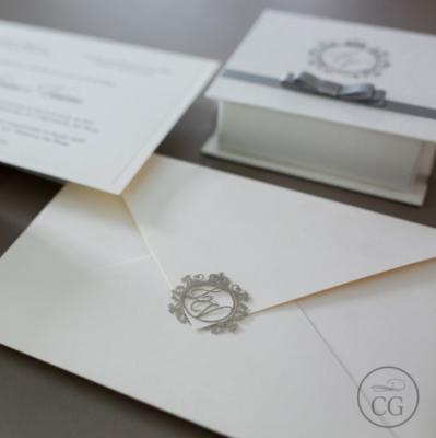 Convite para casamento com lacre de metal