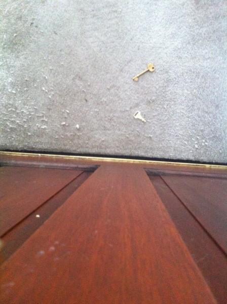 Estate Agents left keys on carpet