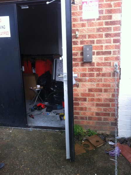 Outside access device fitted to metal doors 2