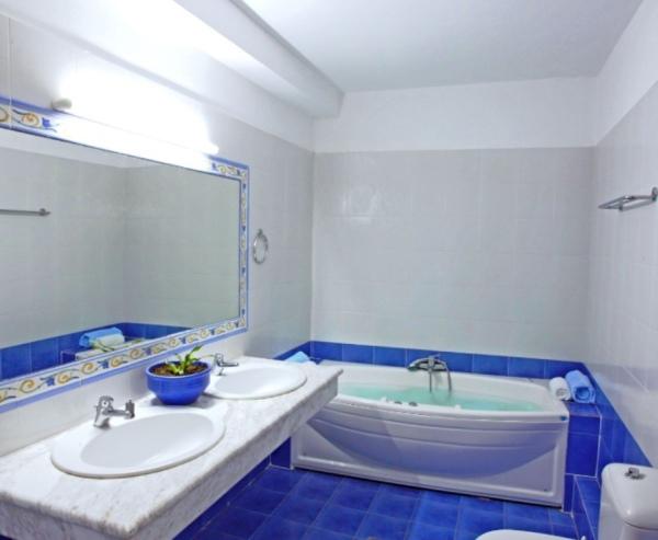 Whirlpool Jacuzzi room