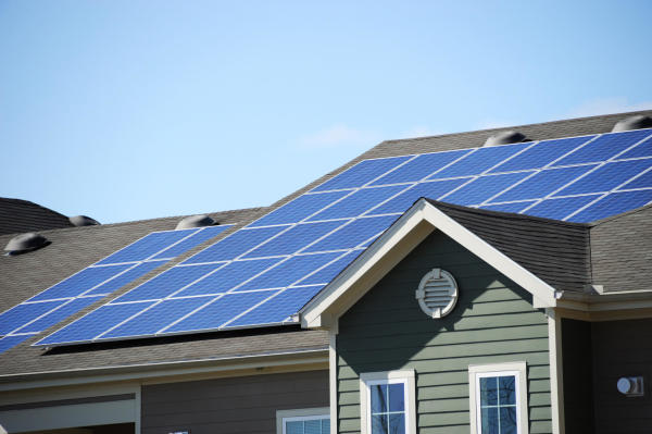 U.S. utility companies fight back as solar installations multiply