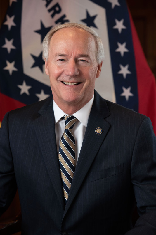 Hutchinson urges support of Medicaid expansion