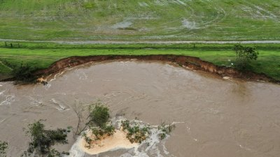 Lollie levee to be repaired with federal funds