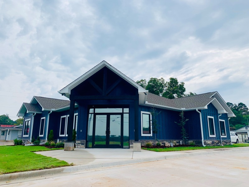 Magie Veterinary Clinic hosts grand opening