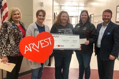 Two local teachers receive Arvest classroom grants