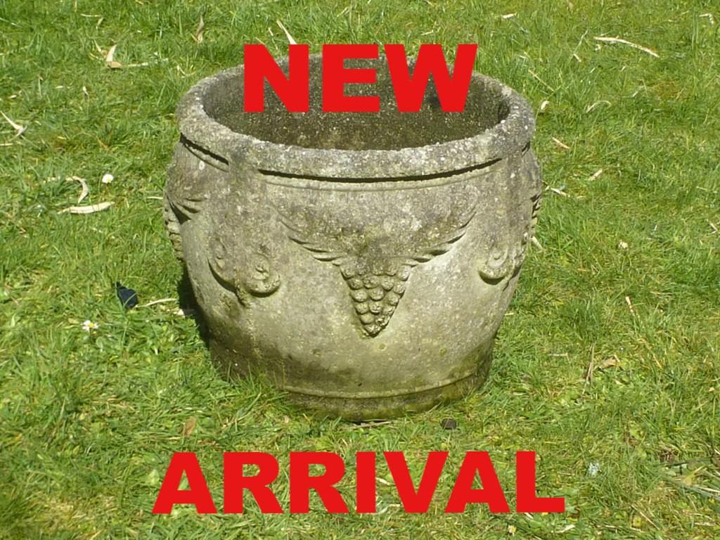 garden statue garden lay statue woman garden pot urn planter pedestal used secondhand pre-owned Redruth Cornwall lichen lawn