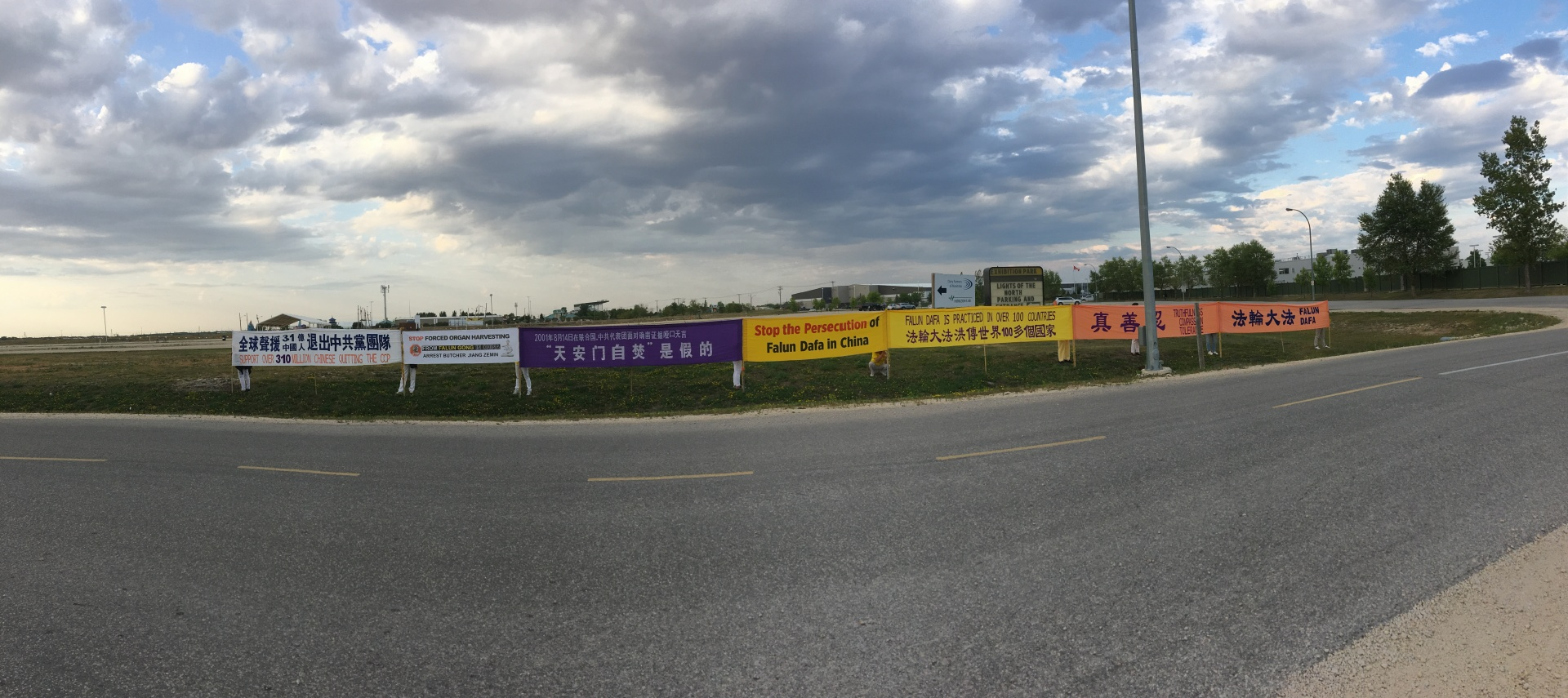Falun Gong practitioners raise awareness of spiritual practice outside Lights of the North festival