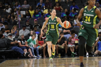 Seattle Storm's Sue Bird (10) dribbles the ball down the court in the game against the San Antonio Stars on July 8th, 2016. (Anthony Mazur/AM News Net)