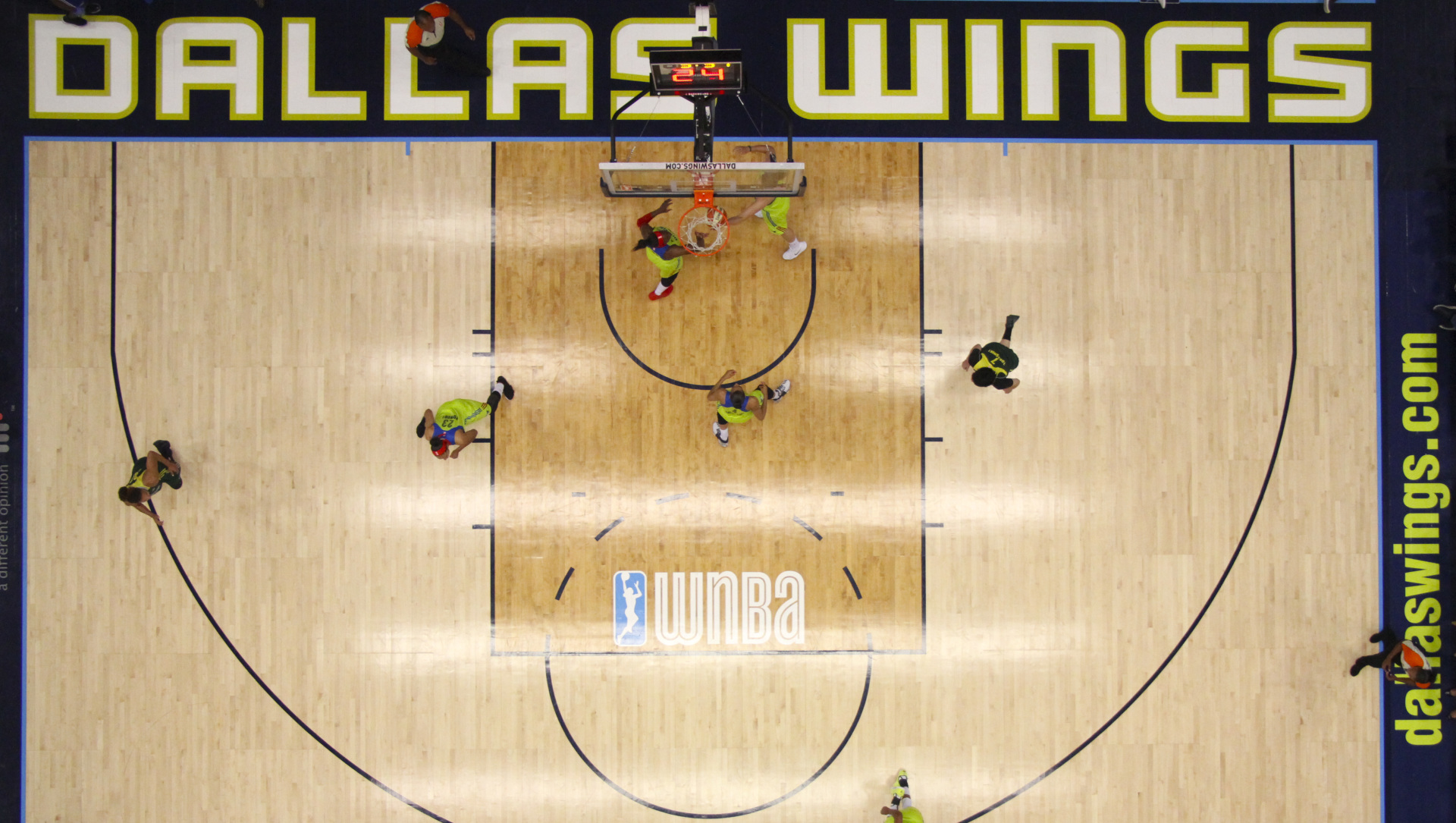 August 4, 2017 - Arlington, TX - The Dallas Wings play on defense in the game between the Dallas Wings and Seattle Storm. (Anthony Mazur/AM News Net)