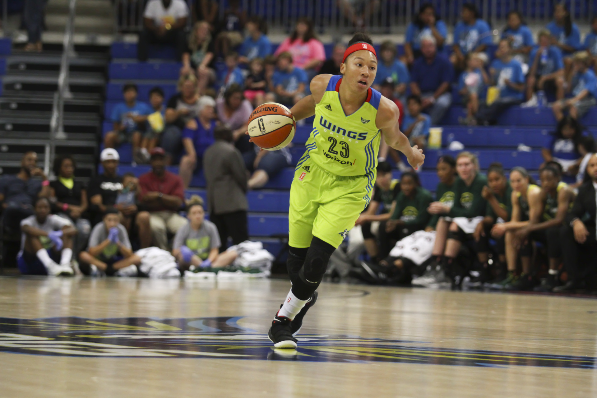 August 4, 2017 - Arlington, TX - The Dallas Wings' Aerial Powers dribbles the ball down the court in the game between the Dallas Wings and Seattle Storm. (Anthony Mazur/AM News Net)
