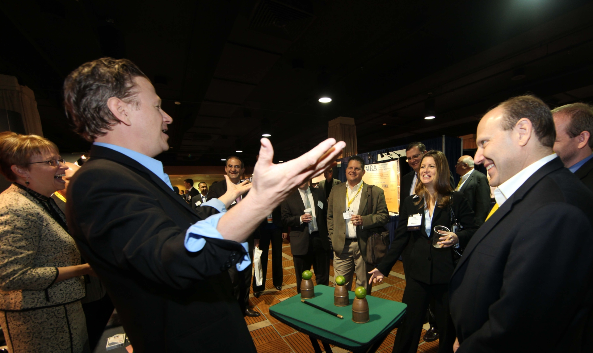 GATHERING HUGE CROWDS AT YOUR TRADE SHOW BOOTH