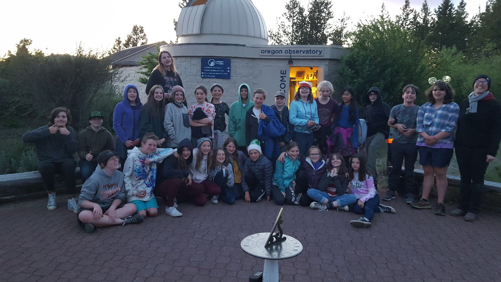 6th graders at the Oregon Observatory near Bend [click image to see entire picture]