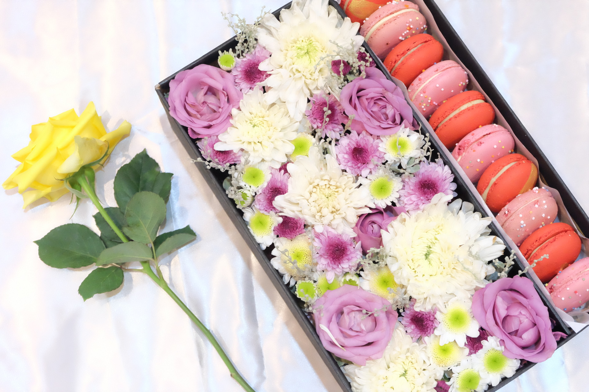 Large MacaronsFlower Box
