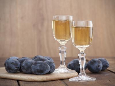 Make your own Plum Brandy