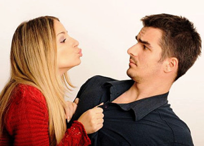 11 Warning Signs That They're  WAY TOO Into You!