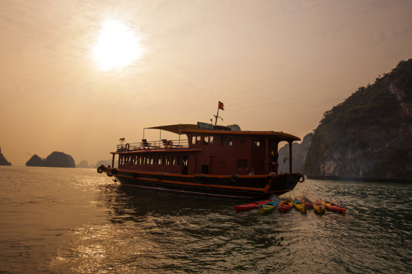 Travel to Halong Bay 2 days 1 night