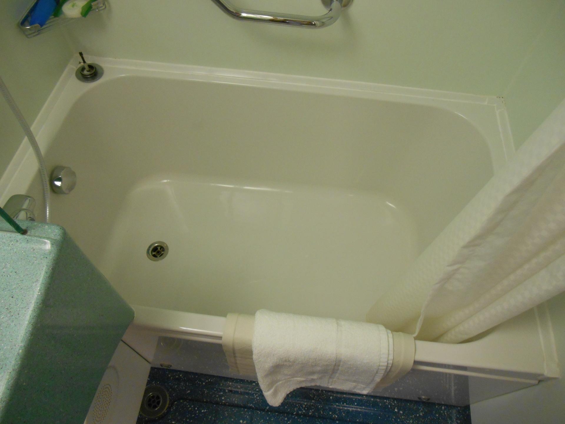 Carnival Magic bathtub