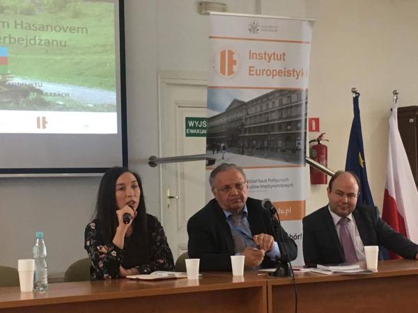 Po mojej prawej stronie: J.E. dr hab. Hasan Hasanov Ambasador Nadzwyczajny i Pełnomocny w Polsce oraz Pani Elnara Mammadova - Ambasada Republiki Azerbejdżanu w Polsce.
