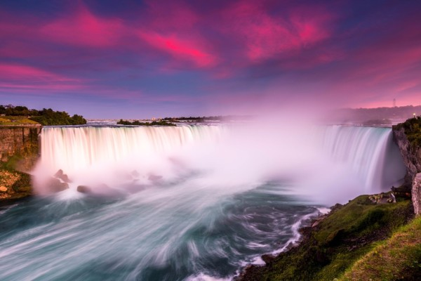 Niagara Falls (Horseshoe Falls) during sunset