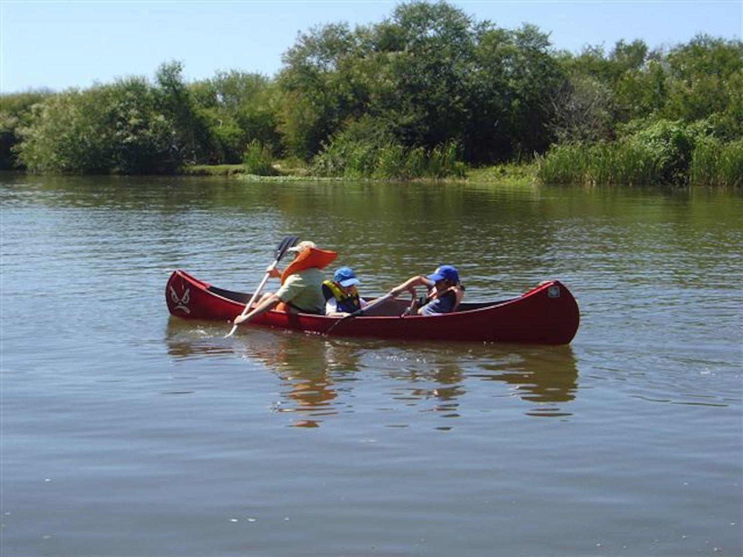Caiaques e Canoa Canadense