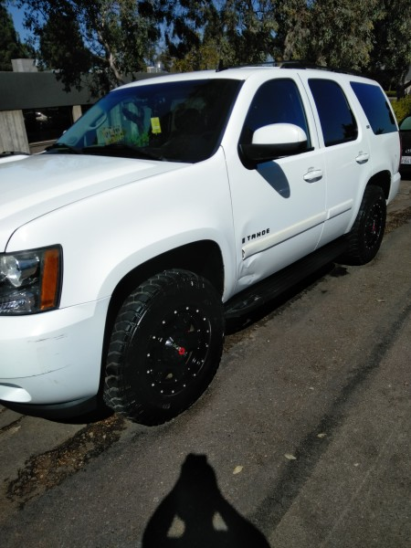 2008 Chevy Tahoe Washing This Monster Foam (AFTER)
