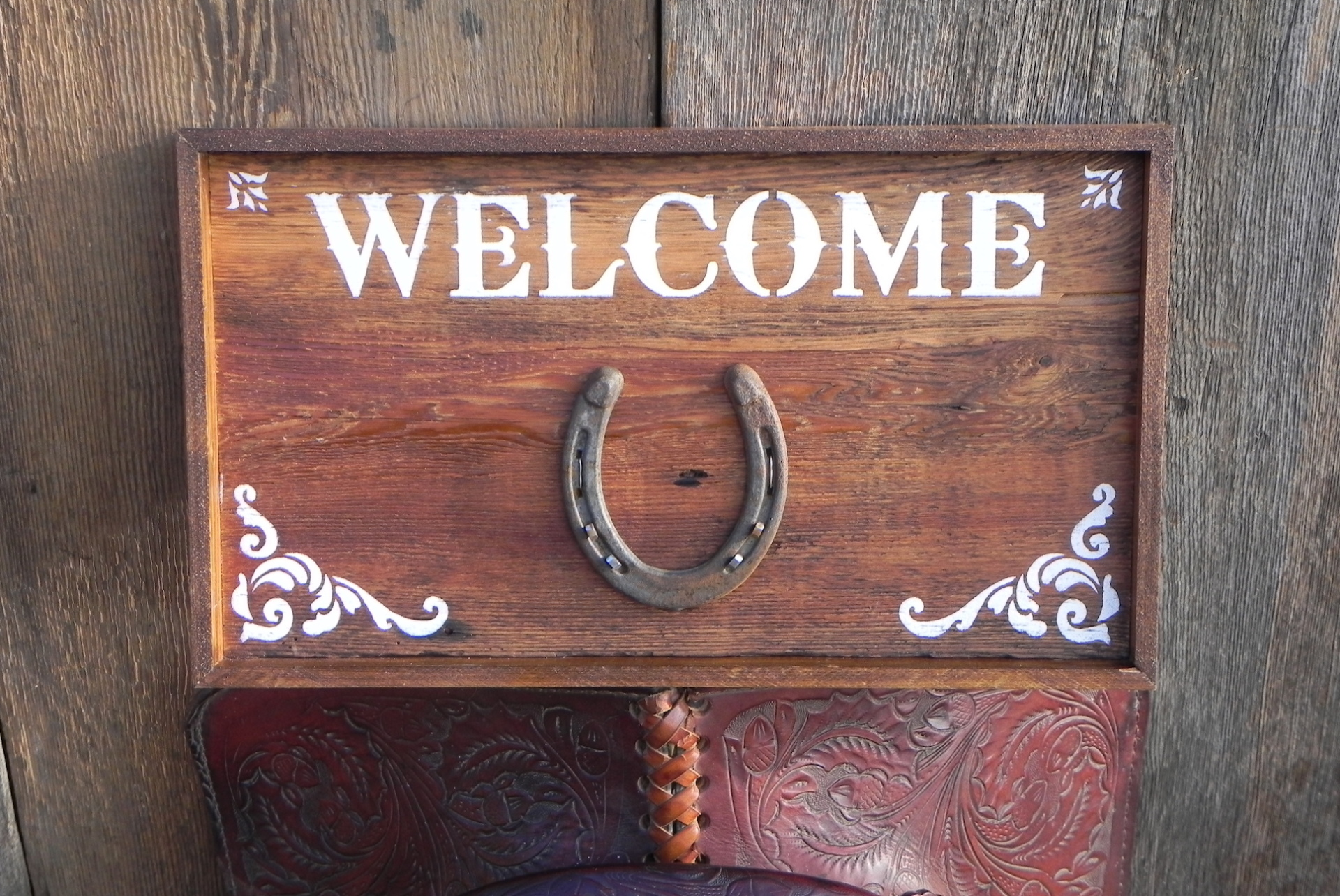 Western Signs for the Home, Western Welcome Sign, Horse and Equine Decor Ideas, Stable Style Decor, Handmade Wood Signs, Welcome Signs for the Home, Barn Signs, Stable Signs, Rustic Country Style Decor Ideas, Crow Bar D'signs